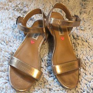Steve Madden sandals in Rose Gold size 1